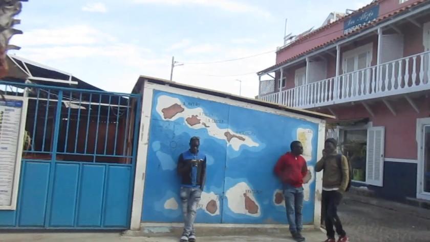Le attività presenti nella via principale di Santa  Maria - Ilha do Sal (23).jpg